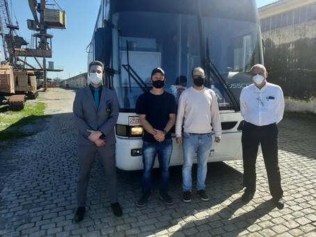 Prefeitura de Piratini recebe ônibus doado pela Receita Federal