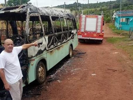 """""""Usamos uma mangueira de jardim para impedir que o fogo atingisse as casas"""", conta dono da Valtur"""