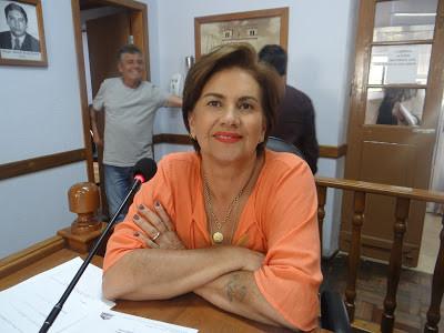 Vereadora Lúcia pede serviço noturno de táxi em frente ao hospital
