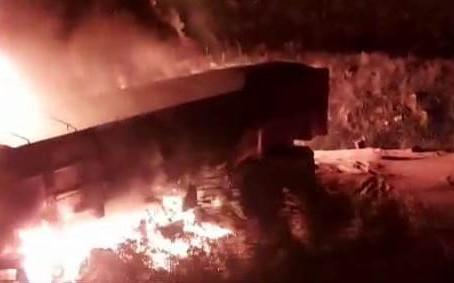 Acidente entre três carretas provoca morte na BR 293, em Piratini