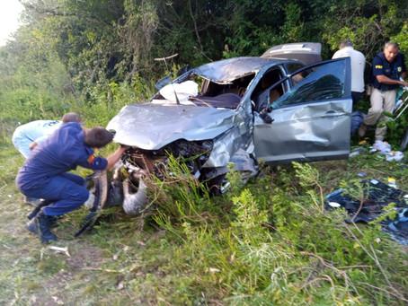 Urgente: grave acidente no trevo de acesso a Piratini mata jovem e deixa sua esposa ferida