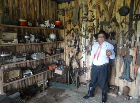 Tradicionalista que guarda colete usado por Gildo de Freitas, lamenta ausência de festejos