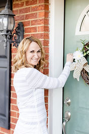 Professional Organizer Amy smiling knocking on a house door for an organizing house visit'