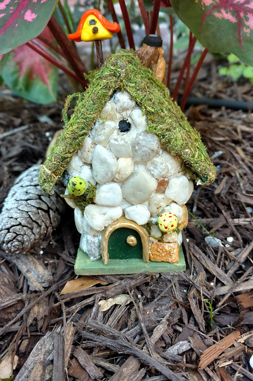 Lighted Moss Roof Cottage