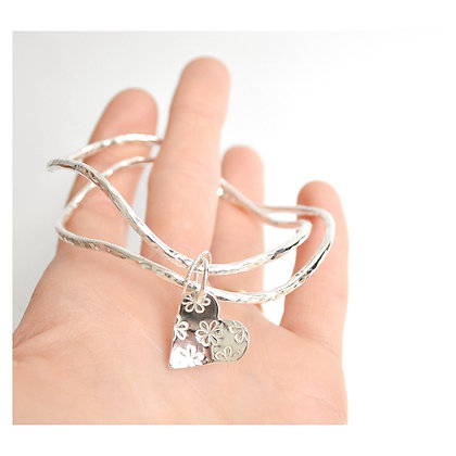 Double Wavy Bangle with Daisy Heart