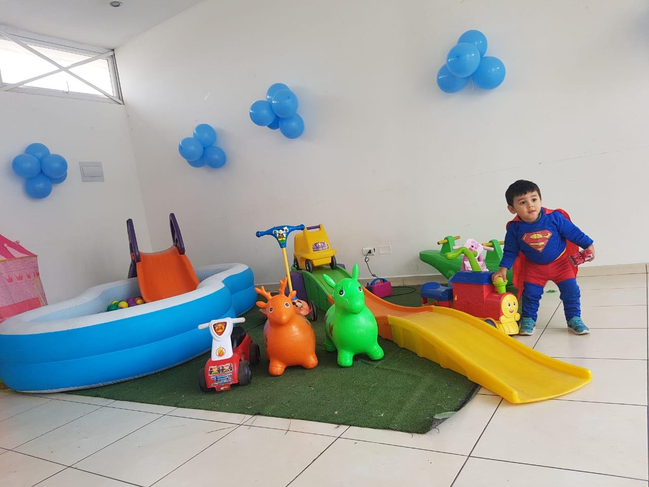 plaza de juegos para 12 niños aprox
