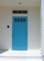 水色 玄関ドア 黄緑色 PLUS1リビング