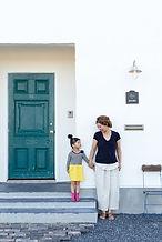 アンティーク玄関ドア 扉カラー モダン 玄関広い