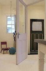 対面キッチン 玄関ドア 黒 オリジナル黒板