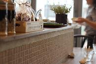対面キッチン 壁タイル 可愛い 店