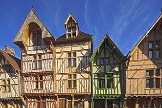 d-inspiration-medievale-les-maisons-en-pans-de-bois-datent-d-apres-l-incendie-qui-a-ravage