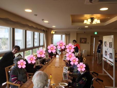 介護施設で「押し花体験レッスン」を楽しく開催