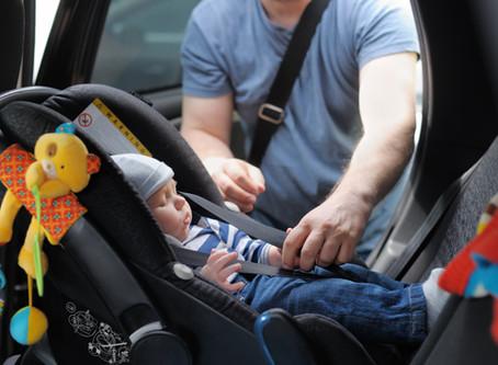 Siège auto: Pourquoi favoriser le dos à la route?