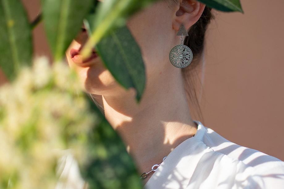 Orecchini moda donna in acciaio silver stile bohèmien con ciondolo geometrico.jpg