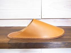 slippers/camel