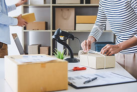 small-business-owner-delivery-service-an