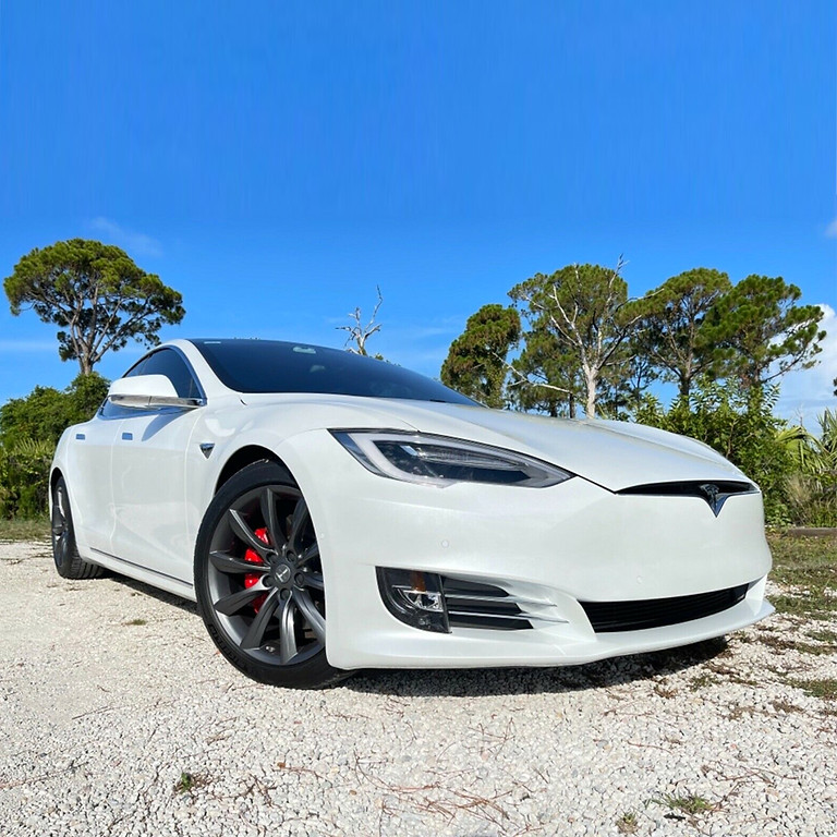 Tesla S Raven Driving Experience