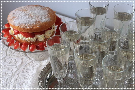 Teacups_and_Tandems_Buckinghamshire_Wedding_Events_Props_Glassware_Glasses_Bowls_Vintage