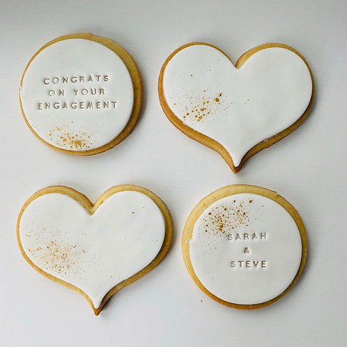 The Classic Engagement' Biscuit Box