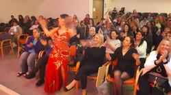 מיה טולדנו מופע מצחיק ליום אישה