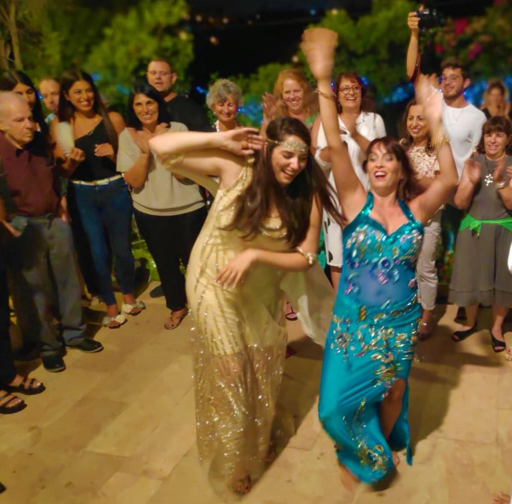 רוקדות בערב נשים עם מיה טולדנו