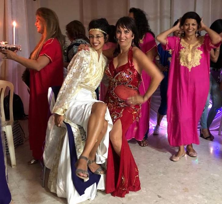 רוקדות במסיבת מקווה עם מיה טולדנו