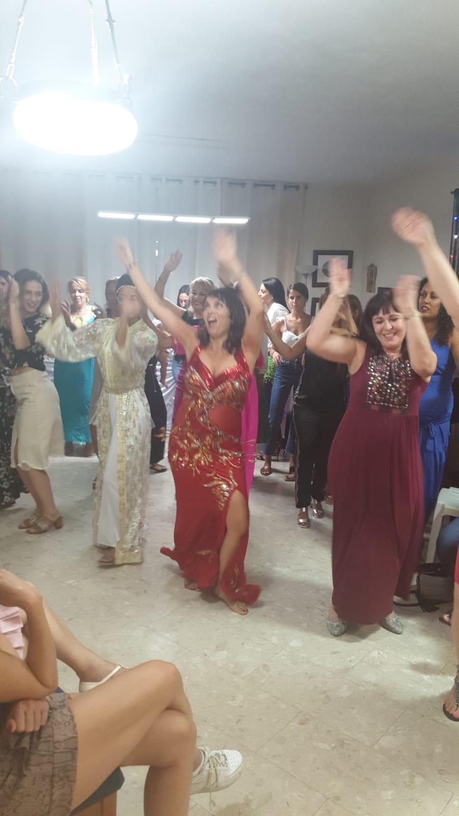 רוקדות בערב מקווה עם מיה טולדנו