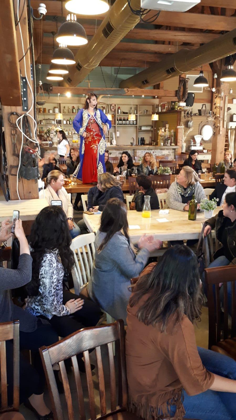 מיה טולדנו מופע ריקוד לנשים
