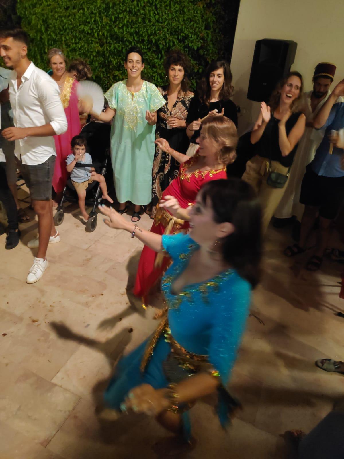 רקדנית בטן מיה טולדנו בערב מקווה