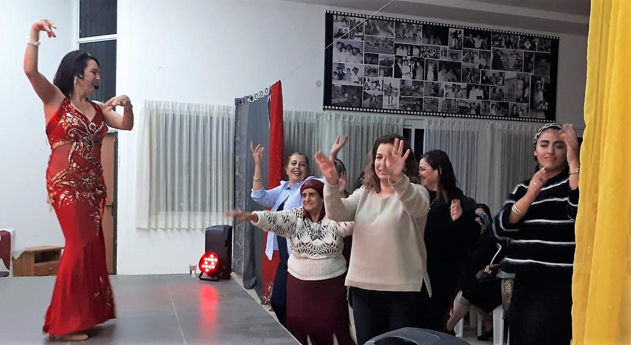 מיה טולדנו מופע מצחיק לנשים