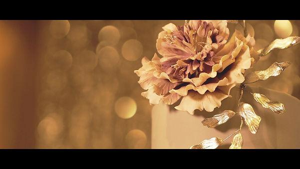 Beautiful flower detail of the wedding cake.