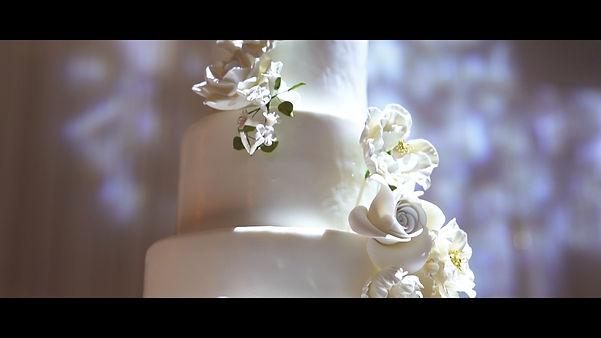 The beautiful wedding cake.