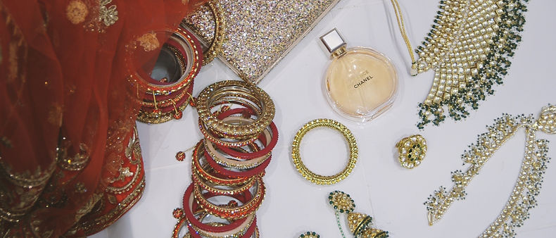 Detail shots in the morninf of the wedding: chanel perfume, beautiful necklaces, earrings, bangles bracelets, sari dress
