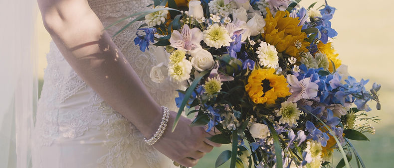 Close-up of the bride and her bouquet
