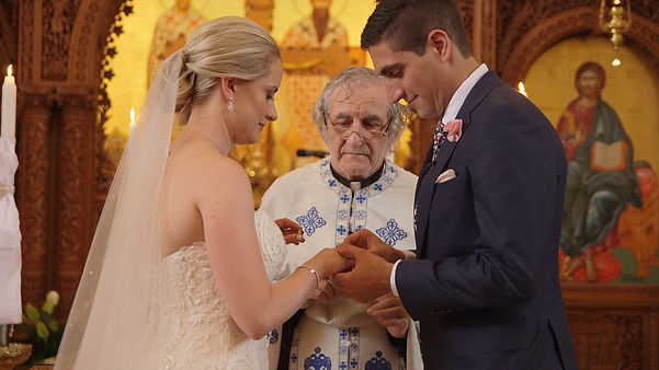 The couple exchanging rings. A beautiful moment captured by Diogo Ueno and Artur Zaitsev, the videographers who filmed the wedding.