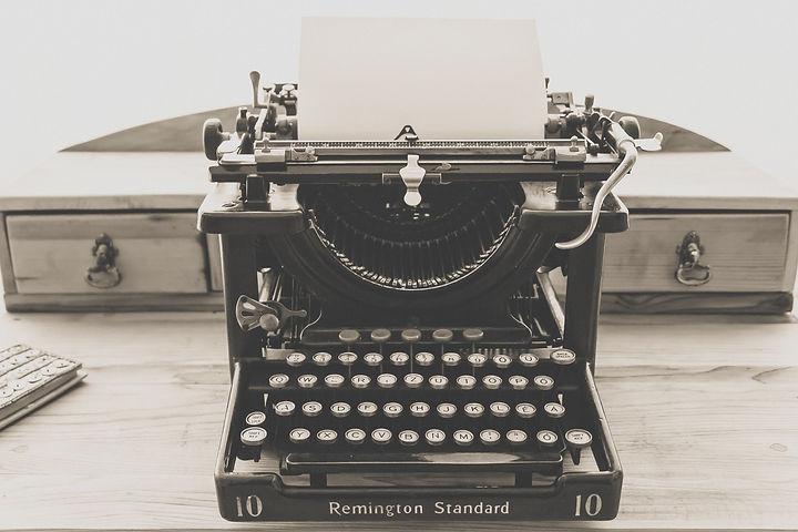 remington-standard-typewriter-in-greysca