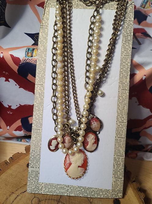 Camafeo Rojo Necklace