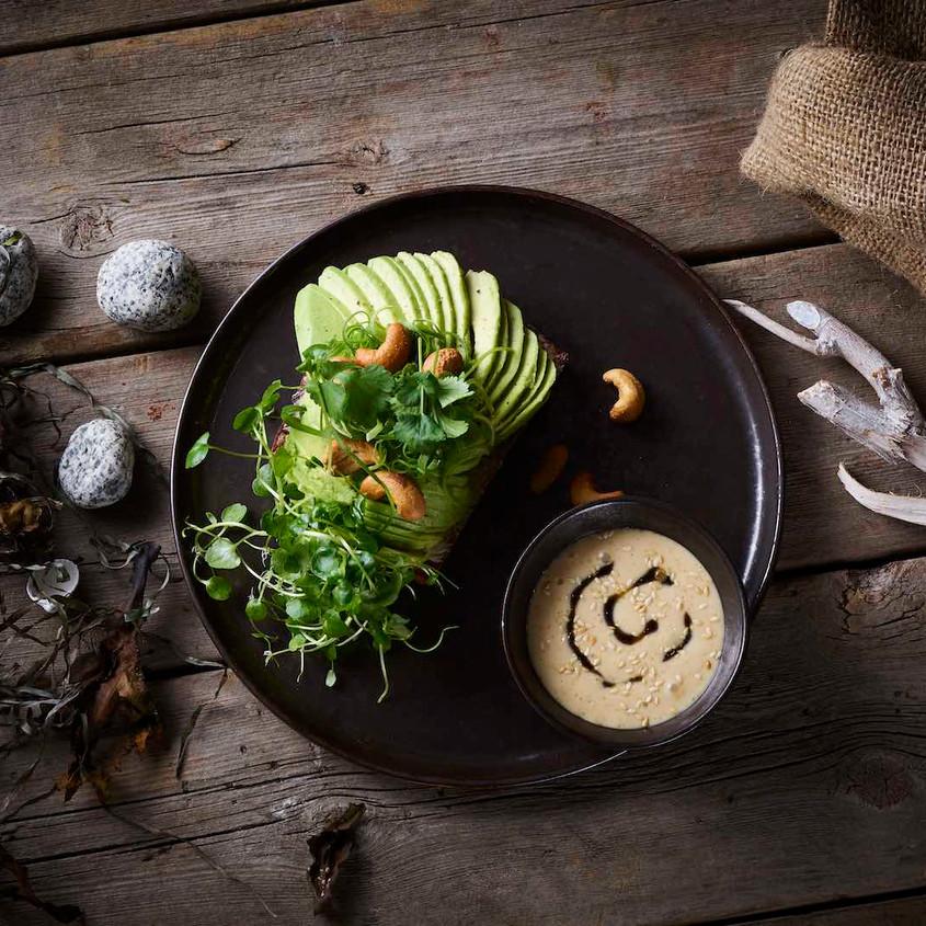 Avokado med soya sesam ingefær & brøndkarse Avocado with soya sesame ginger & watercress