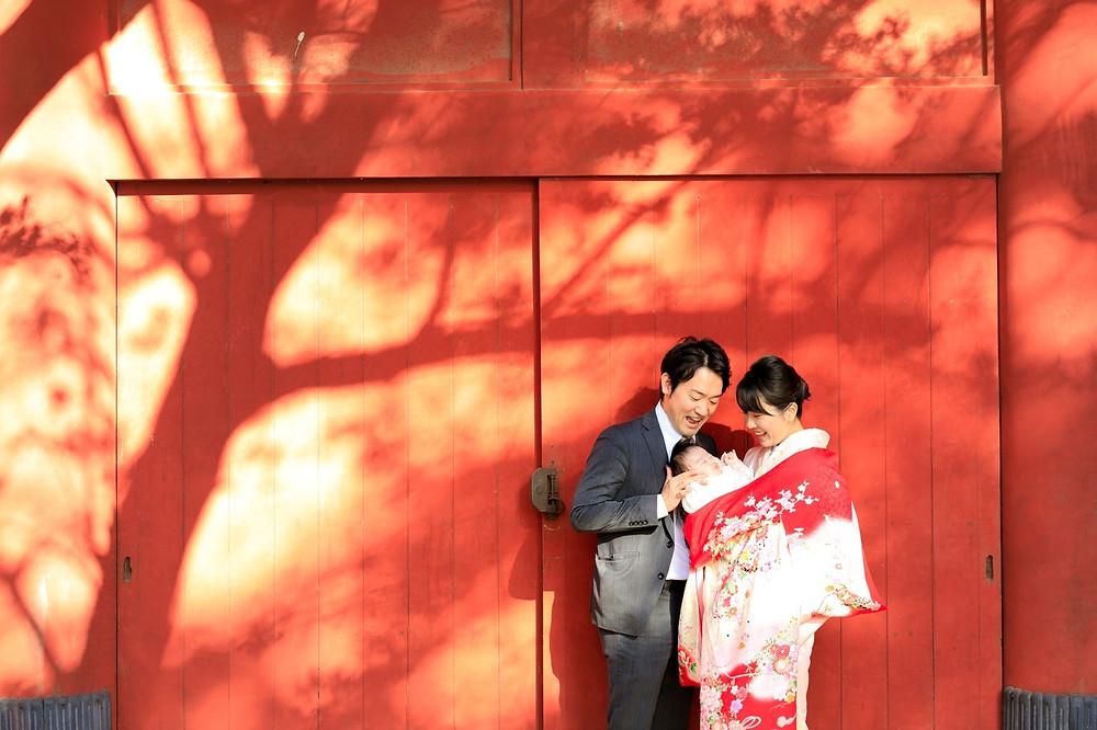 パティシエ、トラック運転手を経てダンサー、振付師になりプロカメラマン、デザイナーとして活動中。ウェディングや前撮り、家族写真、七五三、マタニティフォトなど記念日の撮影から、ダンスの発表会や舞台撮影、プロフィール写真、アー写、作品撮りまで人物撮影が得意。東京、横浜を中心に関東一円から全国どこへでも出張撮影をしています。 Photographer TETSUYA HANEDA カメラマン羽田哲也 宮崎県出身 神奈川県横浜市在住 出張撮影、出張カメラマン、お宮参り