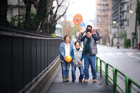 パティシエ、トラック運転手を経てダンサー、振付師になりプロカメラマン、デザイナーとして活動中。ウェディングや前撮り、家族写真、七五三、マタニティフォトなど記念日の撮影から、ダンスの発表会や舞台撮影、プロフィール写真、アー写、作品撮りまで人物撮影が得意。東京、横浜を中心に関東一円から全国どこへでも出張撮影をしています。 Photographer TETSUYA HANEDA カメラマン羽田哲也 宮崎県出身 神奈川県横浜市在住 出張撮影、出張カメラマン、お宮参り、