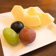 ペンション朝ねぼうのボリュームたっぷりなおいしい朝食|フルーツ