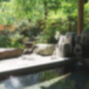 ペンション朝ねぼう自慢の貸切温泉露天風呂|夏