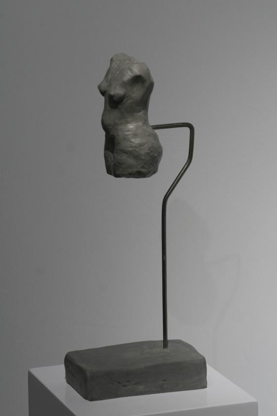 Grauer Torso 2019 Plastilin, Metall 32x 9x 14,5 cm