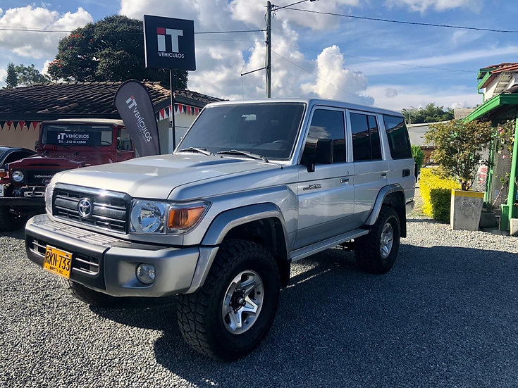 Toyota Land Cruiser 70 TRD Blindaje 2+