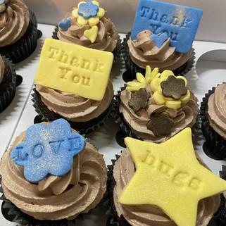 Thank you/Hugs/Love cupcakes
