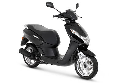 Opetus skootterina Peugeot Kisbee