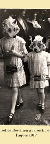 Mlles Deschien à la sortie de la messe, Pâques 1912