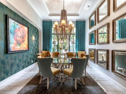 תקרה מתוחה מבריקה בצבע בז בשילוב עם עיצוב תקרה מגבס