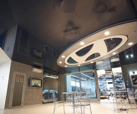 עיצוב הנמכת תקרה באולם