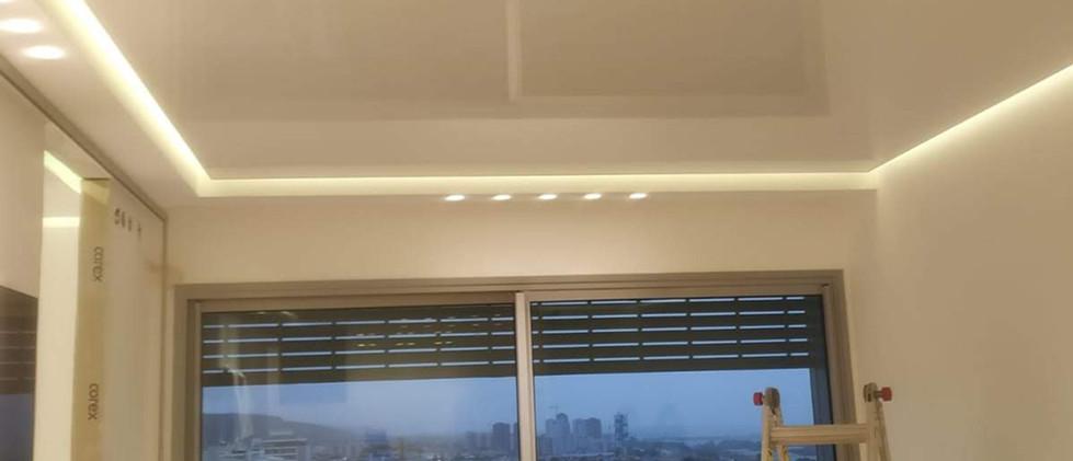 תקרה נמתחת לחדר שינה בחיפה